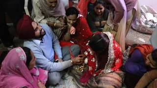 Download #punjabicouple #Playing #Kagna, #Gaana kholna & many #punjabi #customs after #marriage #ENJOY!!!!! Video