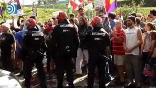 Download Concentración frente a la plaza de toros de San Sebastián: ″Venís todos los putos españoles″ Video