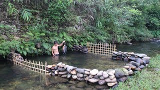 Download Primitive Technology: Build a Stone Dam to Raise Fish Video