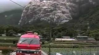 Download Dome collapse and pyroclastic flow at Unzen Volcano Video