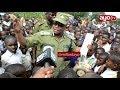Download Wanafunzi wacharuka mbele ya Polisi kudai Mwenzao aliefariki kwa kipigo cha Mwalimu Video
