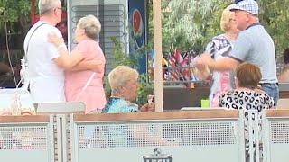 Download Zobacz, jak emeryci bawią się w Ciechocinku Video