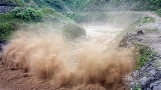 Download Lũ kinh hoàng tại Mù Căng Chải - Yên Bái nhà trôi trên suối Video