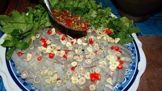 Download เมนูแกล้มเหล้า ลวกหอยกับกุ้งแช่ พี่เขาช่วยกันทำกับข้าวผมนั่งกินเหล้า Video