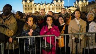 Download Celebran una misa en Notre Dame en homenaje a las víctimas del atentado Video