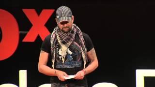 Download La cancion que cada uno tiene adentro | Leonardo Oyola | TEDxRiodelaPlata Video