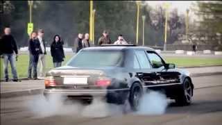 Download Mercedes Benz W124 E500 Video