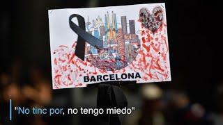 Download ″No tengo miedo″ grita Barcelona el día después de los atentados Video