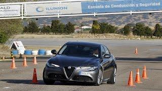 Download Alfa Romeo Giulia 2016 - Maniobra de esquiva (moose test) y eslalon | km77 Video