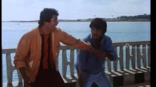 Download Manithan - Rajinikanth assaults thugs Video