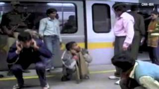 Download Men beaten off women's train in India Video