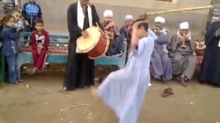 Download رقص طفل صعيدى / شاهد الطفل الاسطورة/ اشبال الصعيد / الصعيدى على حق ياااابووووى واجمل رقصه بالعصا Video