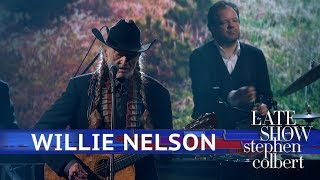 Download Willie Nelson Performs 'Summer Wind' Video