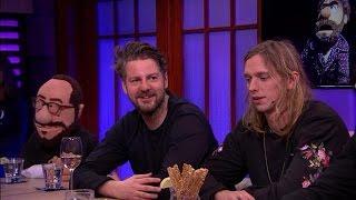 Download De Jeugd van Tegenwoordig als poppen op het podium - RTL LATE NIGHT Video