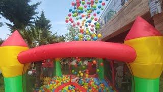 Download Zıpzıp Havuza balkondan 2500 top attık. Batman 2. kattan havuza atlıyor Video