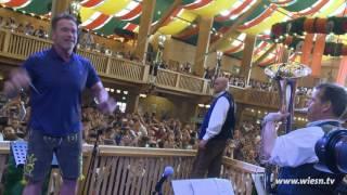 Download Arnold Schwarzenegger - Dirigiert auf dem Oktoberfest 2016 Video
