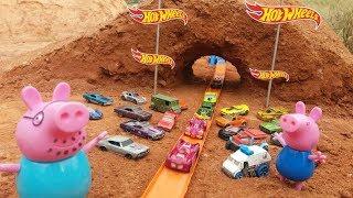 Download Pista da Hot wheels no túnel,com George e papai pig da família Peppa pig ,Kids. Video