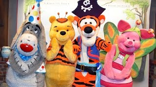 Download Meeting Winnie The Pooh, Eeyore, Tigger & Piglet in Costume at Mickey's Not So Scary Halloween Party Video