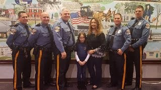 Download 8-Year-Old Girl Buys Cop Dinner After Her Dad Died In Line Of Duty Video