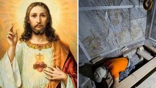 Download Jesus Christ's tomb opened for first time in 500 years to reveal miraculous discovery inside Video