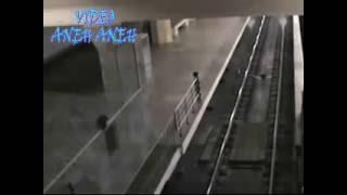 Download VIDEO PENAMPAKAN ″KERETA HANTU ASLI YANG MENYERAMKAN″ KERETA HANTU NYATA TEREKAM CCTV STASIUN !! Video