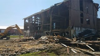 Download The tear down of our old cow barn and build of new calf barn. Video