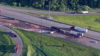 Download Crash spills cocoa on highway near Chicago Video