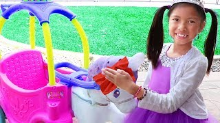 Download Wendy Pretend Play Car Wash for Unicorn Princess Carriage Car Toy Video