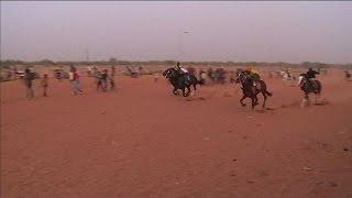 Download Niger : place à la course de chevaux sur l'hippodrome de Niamey Video