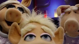 """Download The Muppets   Pigs in Space   """"Alien: Look Who's Coming to Dinner"""" Video"""