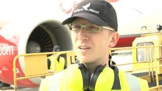 Download Flughafen Stuttgart: Ihr Job ist das Gepäck der Reisenden Video