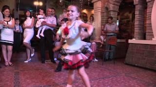 Download Танцуют дети. Video