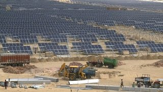 Download India bets on solar power for bright future Video