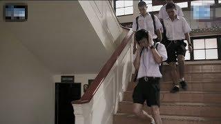 Download 【宇哥】一所奇怪的学校:学生都戴着耳机上学,从不在校内逗留《鬼校亡友:广播》 Video