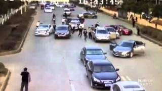 Download Watch 2 armed gangs fight on a busy road in China Kopyası Video