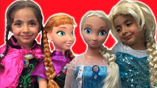 Download Elsa And Anna DRESS UP GIANT DOLLS + Anna's Birthday - Lego Castle Toys Video