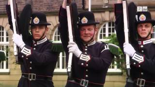 Download Steinar Sagen og Jon Almaas som drillgardister i Senkveld-duellen Europa Video