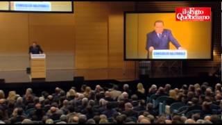 Download Berlusconi, malore sul palco. Il suo medico interviene: ″Beva questo, subito″ Video
