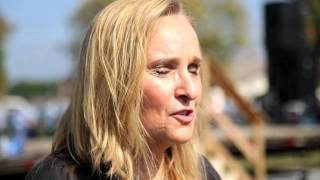 Download Melissa Etheridge plays at women's prison Video