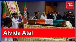 Download Top BJP Leaders Adorn Atal Bihari Vajpayee's Casket With Flowers At BJP HQ Video