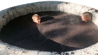 Download 💩SWIMMING IN A POOL FULL OF MUD! Video