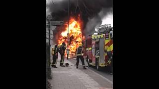Download London fire brigade arriving at bus fire forest hill Video