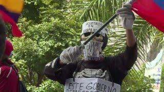 Download Médicos opositores piden insumos y chavistas apoyan a Maduro Video