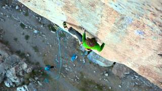 Download Arnaud Petit grimpe ″Black Bean″ sur coinceurs, 8b à Ceüse Video