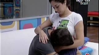 Download Fran e Max - Noite de 3-4-2009 - Fran acorda Max e Max beija o buchinho da Fran Video