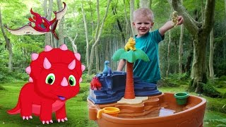 Download Step2 Dino Dig Sand & Water Table Playtime || Counting Hide & Seek with Michael Video