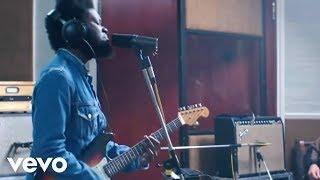 Download Michael Kiwanuka - Cold Little Heart (Live Session Video) Video