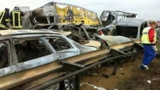 Download Katastrophe im Sandsturm - Der Massen-Unfall auf der A19 Teil 1/3 Video