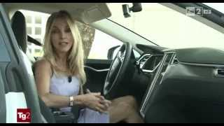 Download Il TG2 Motori prova la Tesla Model S Video