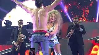 "Download Versus Gloria Trevi VS Lenny De La Rosa ""Pelo Suelto"" Video"